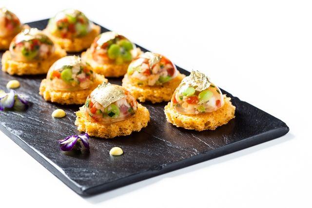 Aspic de homard et petits pois aux écorces de Lyokan. © Thierry Caron