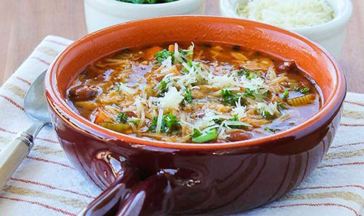 Sopa vegetariana con pasta integral de cocción lenta http://www.upsocl.com/comida/sopa-vegetariana-con-pasta-integral-de-coccion-lenta/