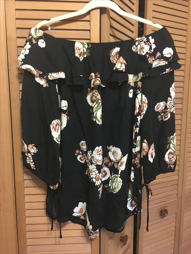 Stitch Fix #37: Jella C - Clarnella Cold Shoulder Top - March 2017 https://www.stitchfix.com/referral/505256 #stitchfix