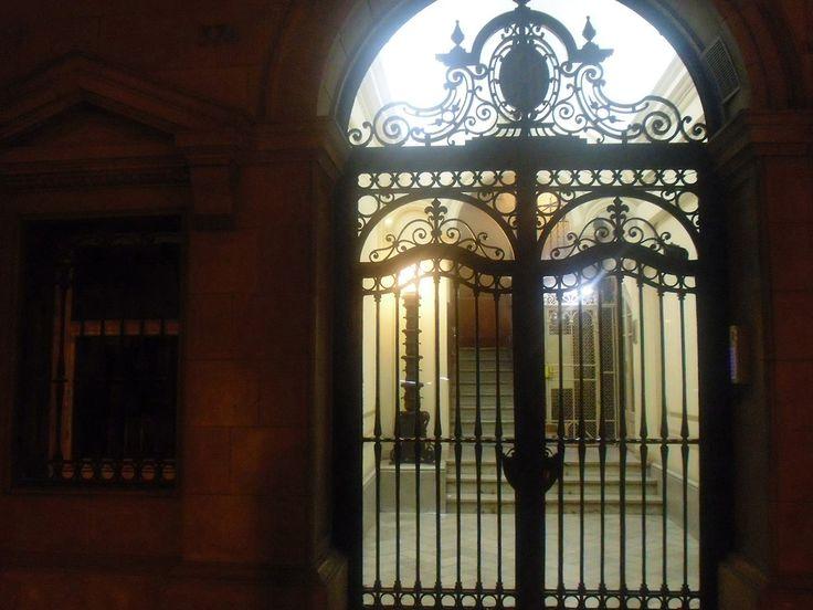 Gate. Barcelona/Espanha.