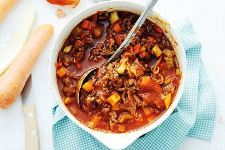 4 februari - Bleekselderij in de bonus - Rijkgevulde pastasaus zoals la mamma hem in Italië maakt. Maar dan uit je eigen keuken - Recept - Allerhande