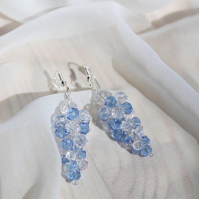 Нежно-голубые серьги-грозди выполнены на заказ для невесты Алёны. Основа сережек из серебра 925 пробы.  Возможно повторение в этом или других цветах.