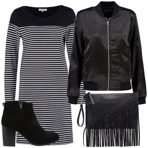 Hai una passione per lo stile urban? Ecco una mia proposta di abbinamento per te: vestito a righe, bomber nero di grande tendenza, stivaletti con tacco medio, pochette con frange.