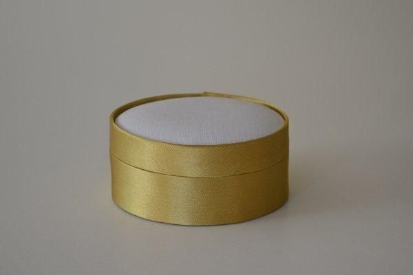 SBSoval.03 - Small Oval - Gold - Satin covered and lined boxes make it so easy for you to create a special gift or precious keepsake. Embellish your fabric as you desire, cover the removable, padded lid with your worked fabric and replace into the box lid. The box measures 8.5 x 7cm.