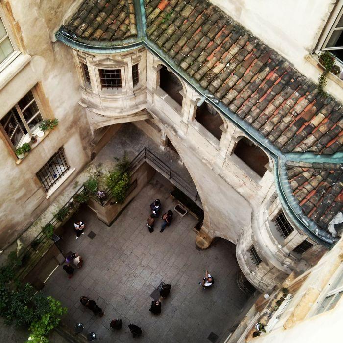 Amazing yards in Lyon.  Lyon- get lost with me!  More on: www.kokopelia.pl  #onlylyon #lyon #france  #french #architecture #travelblog #blog #blogger #kokopelia #erasmusn