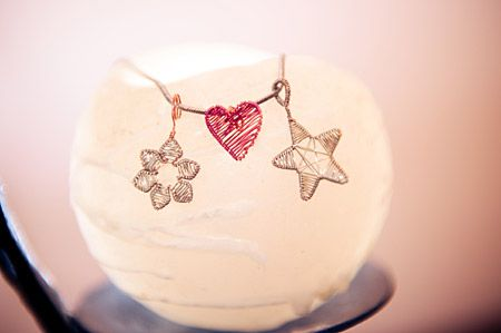 Wire Art Jewellery: Flower, heart and star pendants made with fine coloured wire by Sarah Jansma