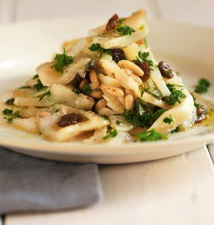 stoccafisso agrodolce con pinoli e uvetta/sweet and sour cod with pine nuts and raisins
