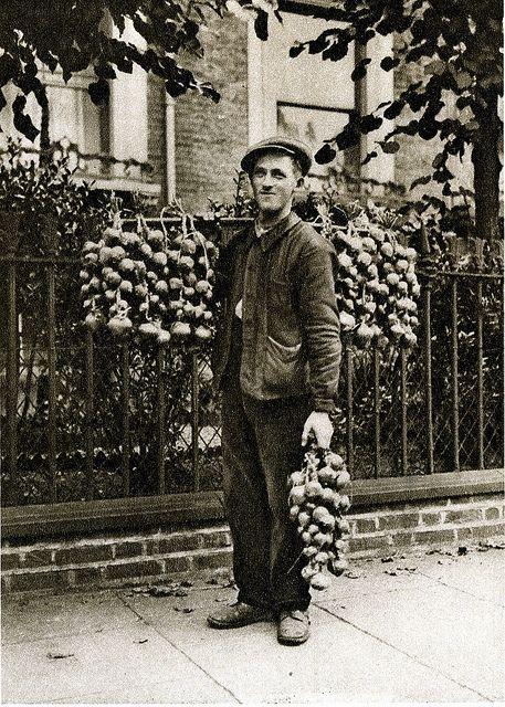 London in the 1920's - Breton onion seller
