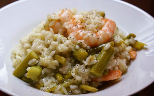 Risotto primaverile con asparagi e gamberi #ricetta #risotto #asparagi #gamberi
