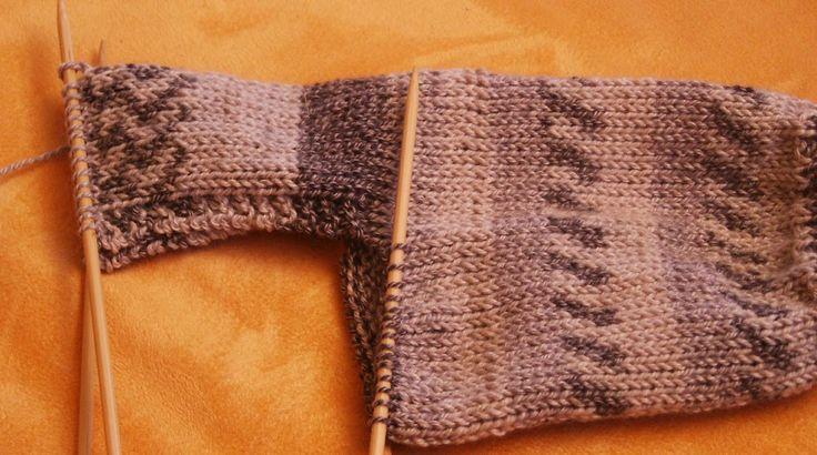 Nachdem ich jetzt schon mehrfach angesprochen worden bin, was ich denn für eine Ferse in meine Socken stricke, habe ich heute endlich mal da...