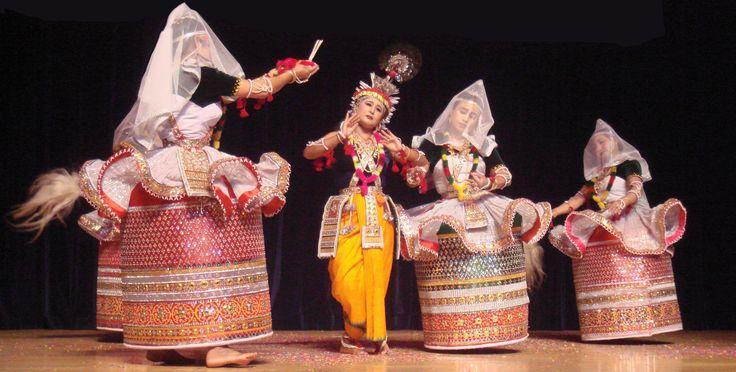 Rasa_Lila_in_Manipuri_dance_style.