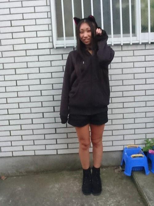 ✨ハロウィンコーデ🎃😺👿👻✨ GU黒メンズモコモコパーカー×INGNI黒ショーパン…WEGO