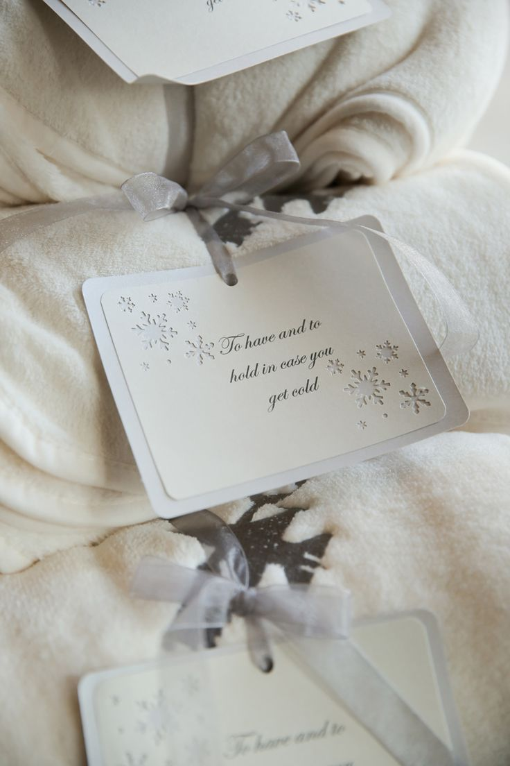 Cute blanket wedding favors (Pepper Nix Photography)