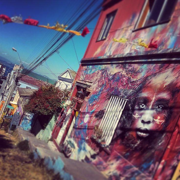mural-valparaiso-rostros-bajada-voyhoy