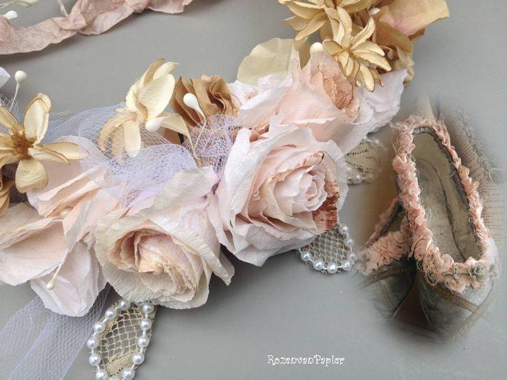 Papieren roosjes maken in brocante krans