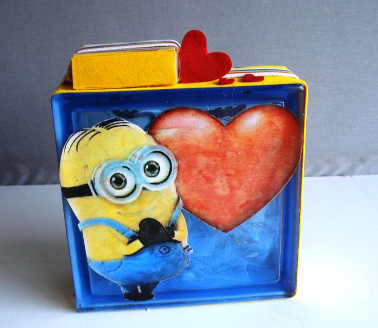 Glass block minion heart