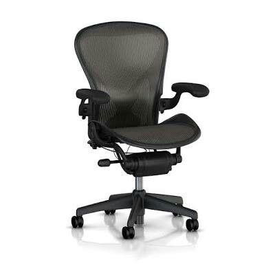 アーロンチェア。世界的に有名なオフィスチェア。高額だがこれを買って仕事するのがずっと夢。