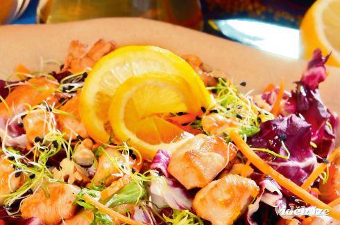 Citromos csirke roston, diós salátával - Vidék Íze
