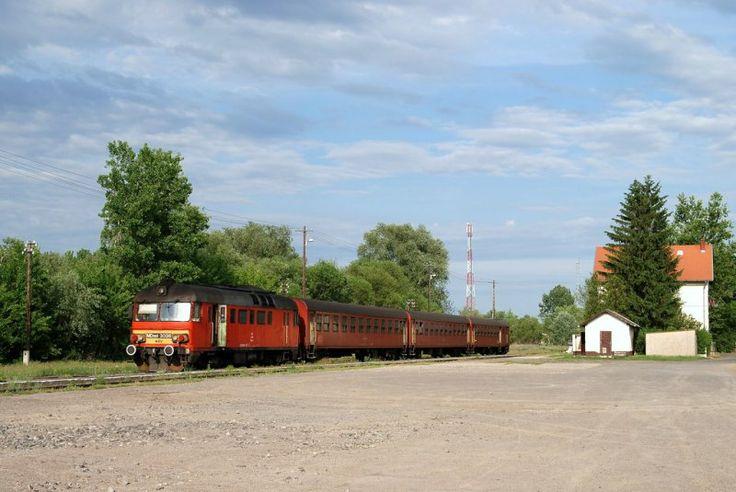 MDmot 3036 in Létavértes, Hungary: Photo: Mirko Kiefer #MÁV #Hungary #train