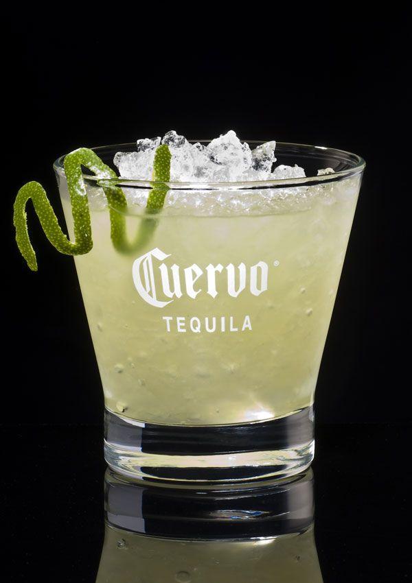 Venue du Méxique : Maragarita Margarita •    1/10 de jus de citron •    3/10 de cointreau •    6/10 de Tequila  Dans un shaker, frappez (mélangez) et verser dans un verre à cocktail givré au sel fin.