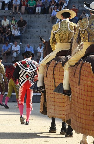 "comienza - Os ""Picadores"" (horrível)  -  Patricia Gomes   The Arena, a Spanish Tradition"