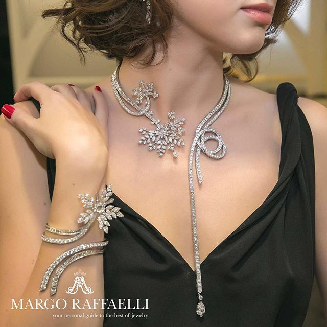 Due to a complex system of springs, the Flocons Précieux necklace and bracelet from @VanCleefArpels Contes d'Hiver collection gently wrap around the neck and wrist and lay down comfortably on the skin without restricting movement. Learn more reading our new article at www.margoraffaelli.com ❤️ Credit: @gartsevanataliya for www.margoraffaelli.com