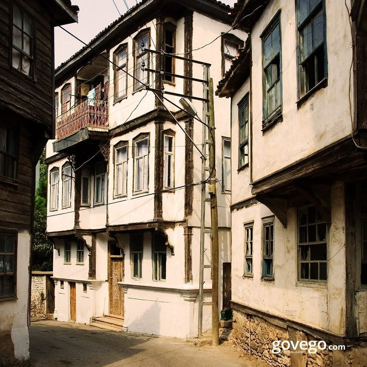 """Bugün Sinop'ta bir Rum evinden günaydın diyoruz 😊🌄  M. Ö. 8. yüzyılda Ege kıyılarından gelen Miletliler, Sinop'a, Yunan dilinde ırmak tanrısının kızının adı olarak bilinen """"Sinope"""" adını vermişler. Bu arada Sinop'a yolunuz düşerse Erfelek Şelaleri'ni ve İnaltı Mağarası'nı kesinlikle görün deriz."""