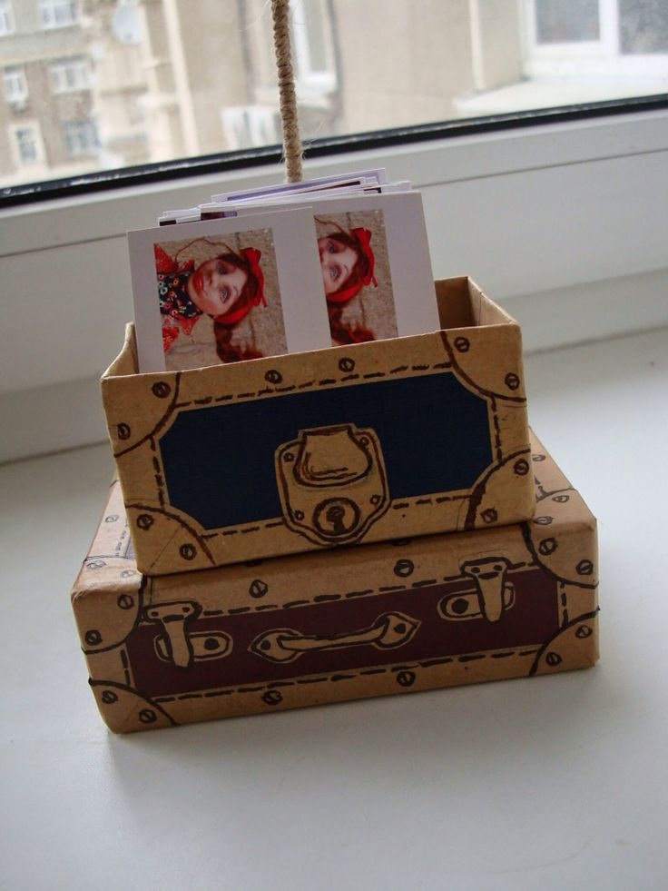 """Luggage"" business cards box"