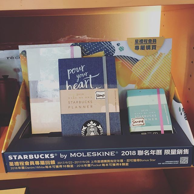 yukikouma今日から発売のスタバ×モレスキンの手帳✨  ここ2年はスマホで予定管理してましたが、基本手帳派なので、ちょっと大きいけれど買っちゃいました😊  ドリンクチケットも付いてるし、来年も台湾来ないとねw  #台湾 #台中 #高雄 #スターバックス #スタバ #スターバックスプランナー #プランナー #モレスキン #手帳 #starbucks #MOLESKINE #PLANNER2017/09/22 23:57:10