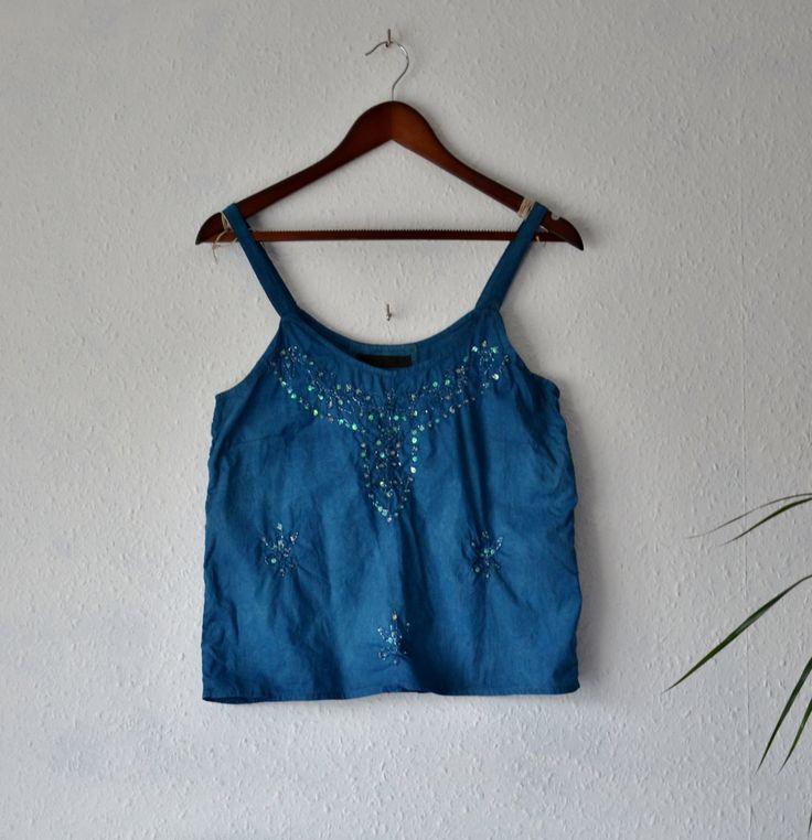Chemisier Indigo upcycled bleu vibrant haut coton naturel eco amical vêtements boho réservoir chemises bohèmes womens minimaliste mori fille paillettes par EthicalLifeStore sur Etsy https://www.etsy.com/fr/listing/268268030/chemisier-indigo-upcycled-bleu-vibrant