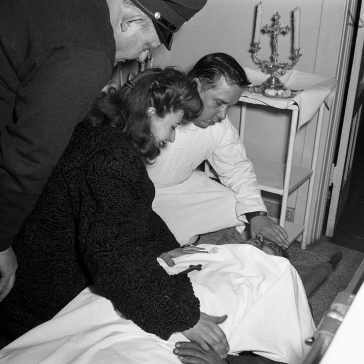Read more: 14 Historical Shots Of Mobster Life In The 1920s - Page 10 of 15 Follow us: cyberbreeze on FacebookDecember 1947 photo is Estelle Cantoumanos identifying the body of her brother, John Kuesis, 33.Kuesis was killed by Thomas Daley, 42, James Morelli, 20, and Lowell Fentress, 19.The Chicago Tribune reported that Kuesis' death was allegedly connected to his informing the police of details involving a robbery.