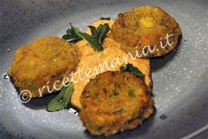 Polpettine di verdure con cuore di scamorza - Alessandro Borghese: Ammorbidire la mollica di pane nell'acqua. Nel mixer frullare le melanzane con l'uovo, il pecorino, la mollica di pane, la zucchina e la car