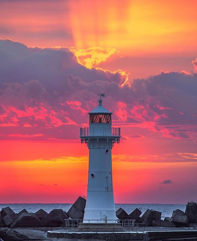 How's this for a colourful sunrise over Wollongong's Breakwater Lighthouse? Photo by @16images #VisitWollongong