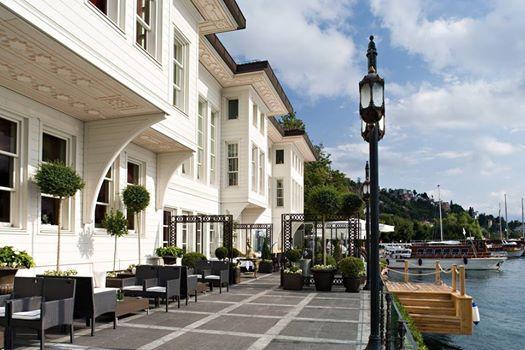 HOTEL LES OTTOMANS  İstanbul'un insanı içine çeken muhteşem manzarasının keyfini çıkartabileceğiniz en güzel noktalardan biri Les Ottomans Hotel. 1935'te yanan Muhsinzade Paşa Yalısı'nın restore edilerek bugünkü halini aldığı otel, o günlerin ihtişamından hiçbir şey yitirmemiş.  Bu özel butik oteli daha yakından tanımak için; http://bit.ly/1yiDeRO