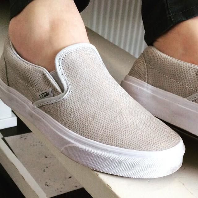 Pebble Snake Slip-On - Size 7 Women's   Please please please please pleeeeease