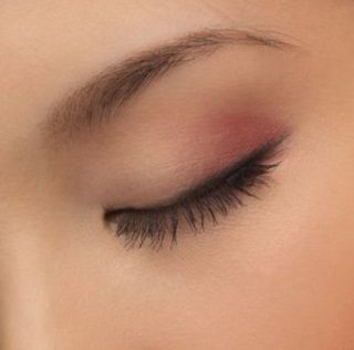 Natural Remedy For Eyebrow Growth (regrowing over-plucked eyebrows or thickening up sparse ones!)