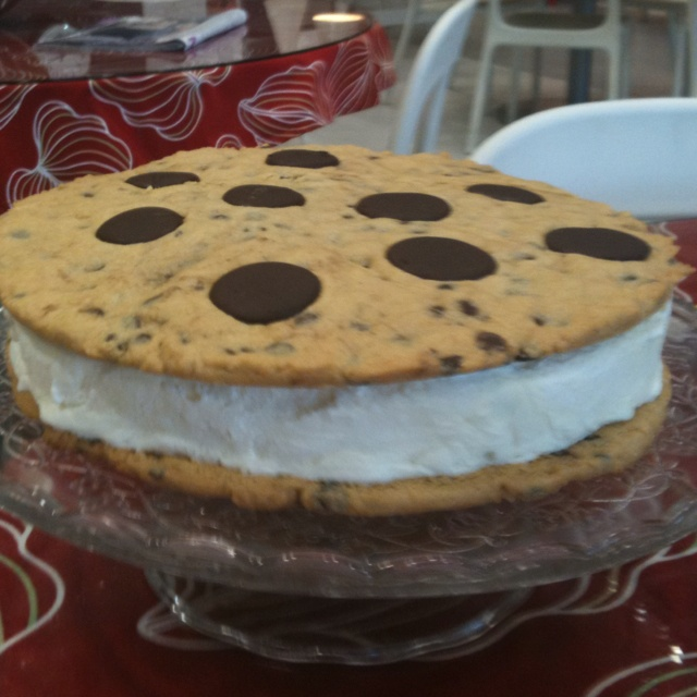 Giant cookie and ice cream sandwich | Sweet 16 | Pinterest