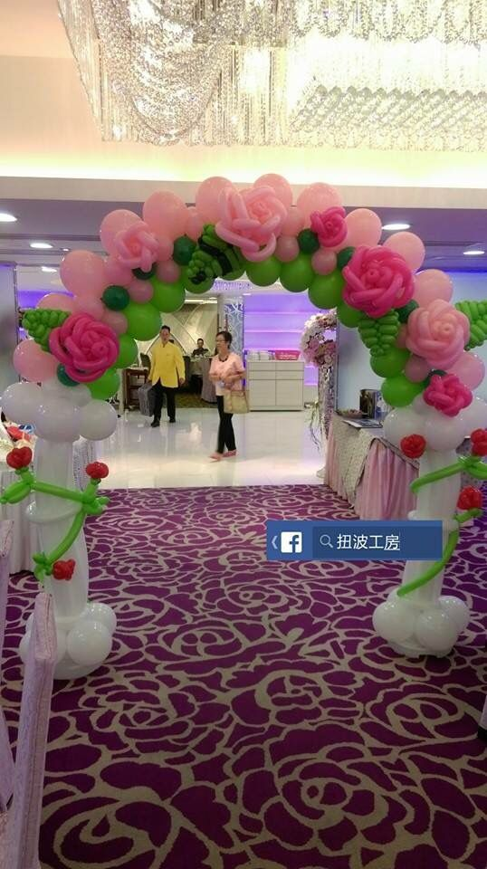 I've seen lots of balloon flowers - but that's the first balloon roses I've come across. Very beautiful balloon arch for a wedding.