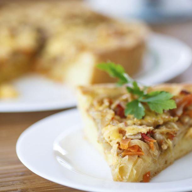 http://www.cuisineaz.com/recettes/tarte-au-chou-blanc-bacon-et-miel-79933.aspx?navdiapo=1185-10