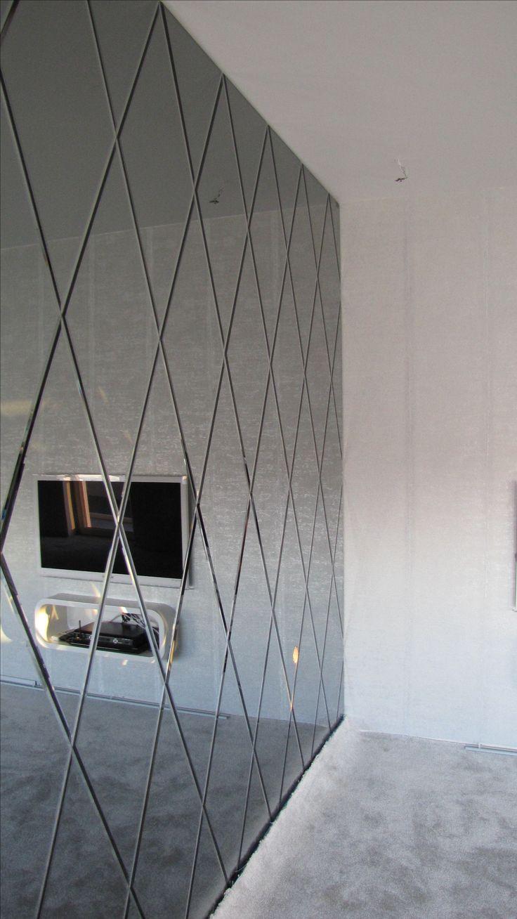 Wall with mirrors  Śćiana z luster