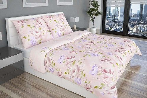 A Romance ágyneműhuzat alapját a rószaszínű kiváló minőségű pamut szatén alkotja, amely méretes virágokkal van kiegészítve.