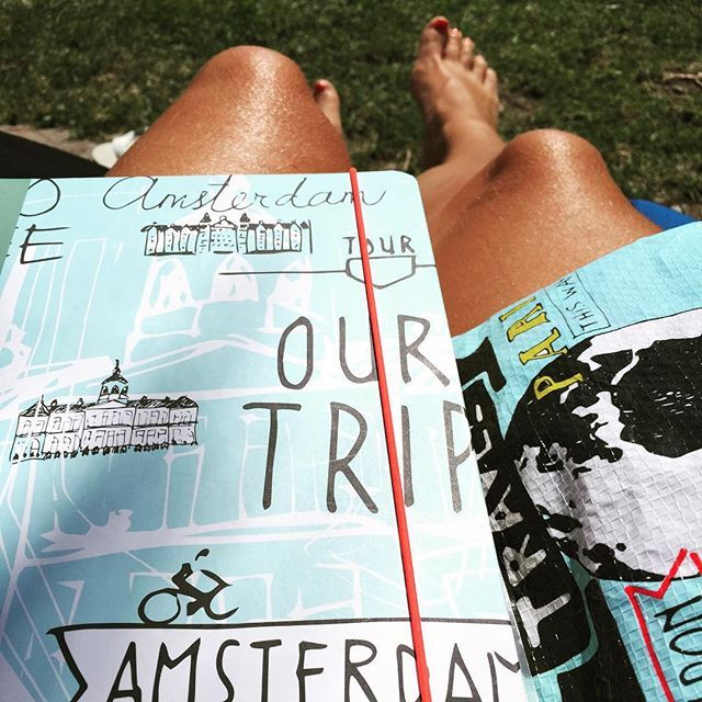 Schrijf al je vakantieverhalen op in een van onze HEMA reisdagboeken
