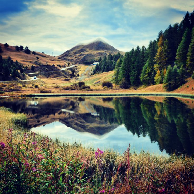 Joli jeu de reflets au lac Napoléon ! :-) #Vars #VarsFob #MyHautesAlpes #TourismePACA #Automne #Montagne #Lac
