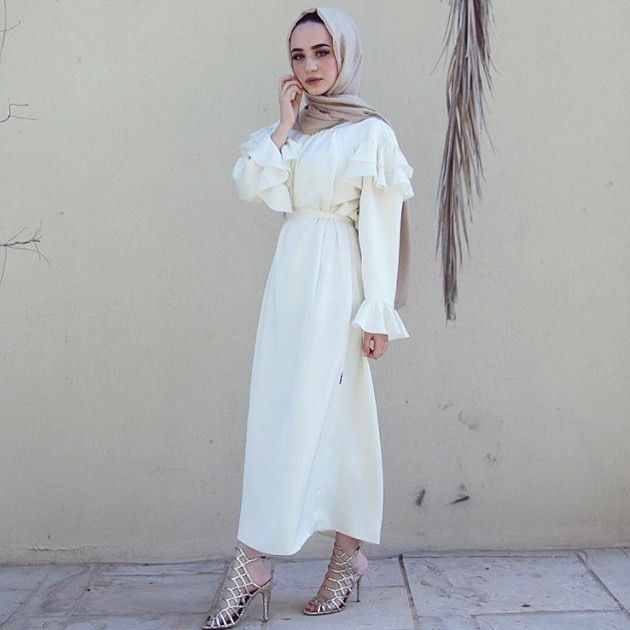 "13.5k Likes, 216 Comments - Hijab Fashion (@hijabfashion) on Instagram: ""Designer brands @abayaaddict and @coveredbliss are giving away THIS LOOK from their collaboration…"""