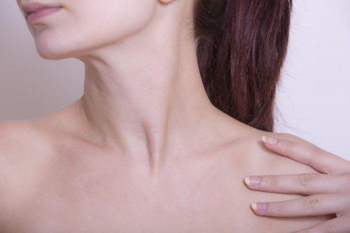 肩こりに悩む女性は多いもの。肩まわりの筋肉の疲れ、目の疲れ、血行不良などが原因で、ひどくなると頭痛がする、という人もいますよね。  きちんと治療するならマッサージや整体よりも「肩こり外来」をおすすめします! その診察のほとんどが保険が適用されます。