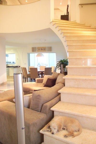 Wer sich für eine Marmor Treppe entscheidet, sollte sich bewusst sein, dass er sich für ein schönes, aber empfindliches Material entscheidet.   http://www.granit-deutschland.net/marmor-treppen-trendy-marmor-treppen