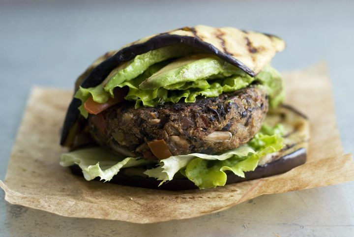 Black bean red pepper burger