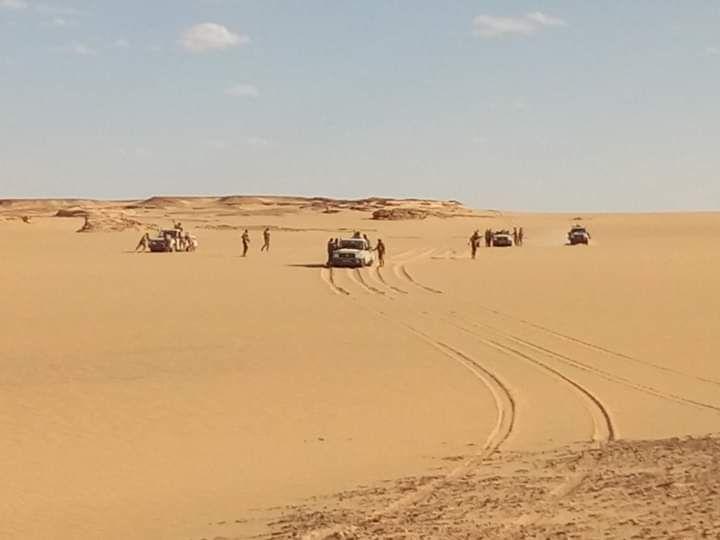 قوة الساحل تعتقل مسلحين وتصادر أسلحة حرب على حدود النيجر واتشاد Country Roads Outdoor Beach