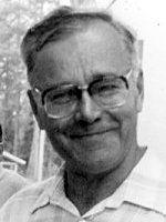 Kirjailija Kalle Päätalo (1919-2000).