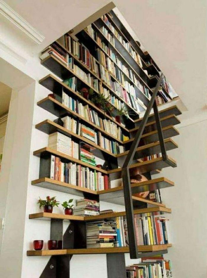 etagere murale sous escalier en bois pour vos livres, bibliothèque en bois pour livres
